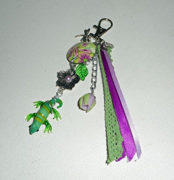 Porte clés/Bijoux de sac gecko en verre avec perles en argile fleuri pampilles et rubans