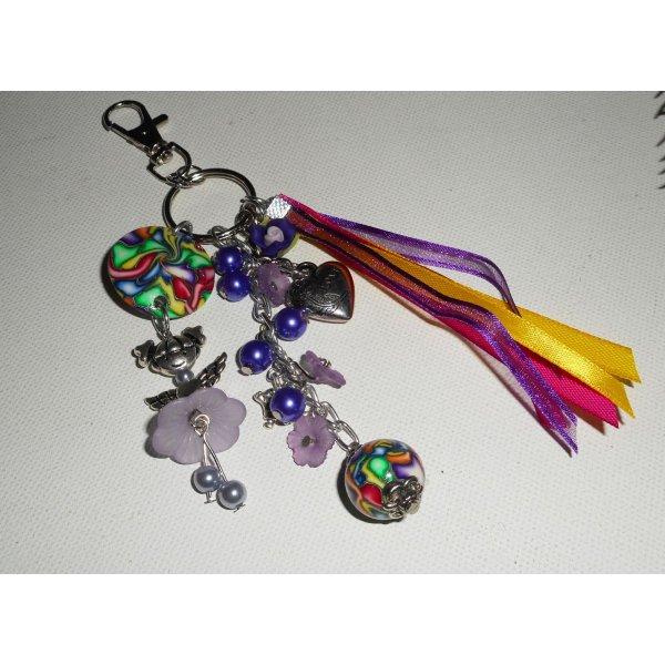 Porte clés/Bijoux de sac poupée violet avec perles et rubans multicolores