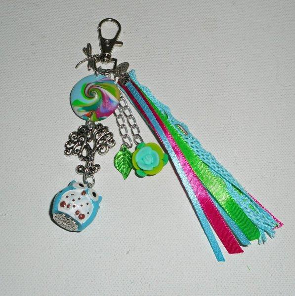 Porte clés/Bijoux de sac chouette bleu et arbre de vie avec rubans multicolores