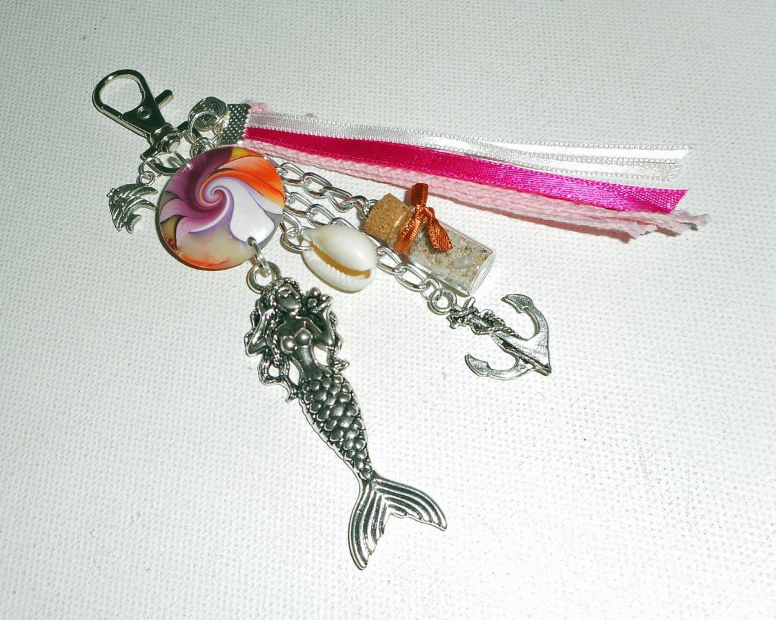 Porte clés/Bijoux de sac toupie en argile multicolore avec sirène et ancre et rubans