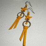 Boucles d'oreilles étoile de mer avec daim jaune moutarde