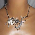 Collier fleur de nacre tarente avec cristal sur chaine acier