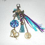 Porte clés/Bijoux de sac fée perles lave et rubans turquoise violet