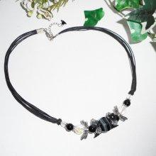 Collier perle fleurie avec pierre d'agate, onyx sur cordon noir