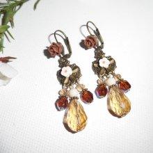 Boucles d'oreilles pampilles fleurs avec perles et pierres en cristal marron écru