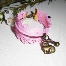 Bracelet original fermeture éclair en dentelle rose avec chat bronze