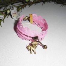 Bracelet original fermeture éclair en dentelle rose avec chien bronze