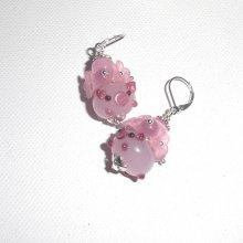 Boucles d'oreilles originales fleurettes roses avec perles et cochons en verre
