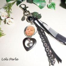 Porte clefs  naissance gris avec pierres semi-précieuses