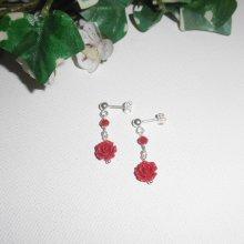 Boucles d'oreilles avec rose en gorgone sculptée et perles sur clous en argent 925
