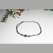 Bracelet pierres en hématite et perles or sur cordon élastique noir