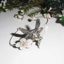 Bracelet jonc avec fée, fleur en nacre et perles de culture
