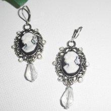 Boucles d'oreilles camé noi et blanc avec cristal de Swarovski