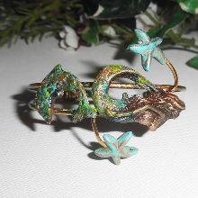 Bracelet en métal soudé avec sirène et dauphin et cristal de Swarovski et étoiles de mer en pierre