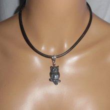 Pendentif  hibou en pierre d'hématite sur cuir noir