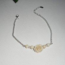 Bracelet original rose écru avec perles en nacre sur chaine en argent 925