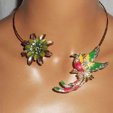 Collier original en métal soudé avec oiseau multicolore,cristal et fleur