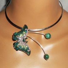 Collier original en métal soudé avec papillon vert serti de cristal et pierres de malachite