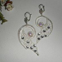 Boucles d'oreilles dentelle blanche avec cristal de Swarovski et perles