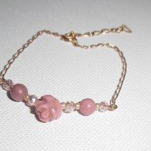 Bracelet perles et fleur en pierres de rhodonite sur chaine plaqué or