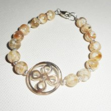 Bracelet  noeud chinois en nacre avec perles de nace sur argent 925
