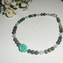Bracelet perles et rose en gorgone vert sur fermoir argent