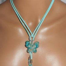 Collier lacet en daim avec papillon turquoise