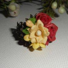 Bague bouquet floral bordeaux en porcelaine froide