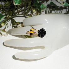 bague abeille et rose noire