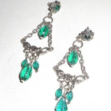 Boucles d'oreilles longues avec connecteurs florales et perles en cristal vert