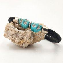 Bracelet corde noire avec double tête de mort en pierres bleues