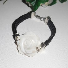 Bracelet  cuir  multi-rangs avec fleur en nacre