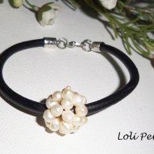 Bracelet perles de culture sur cuir noir