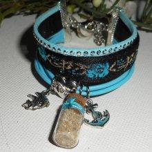 Bracelet original multi-rangs cuir et tissus bleu et noir avec breloques encre