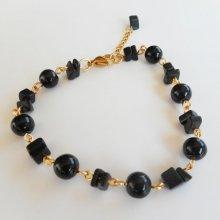 Bracelet en pierres d'onyx et acier doré