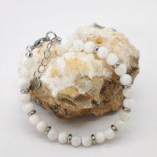 Bracelet en perles de nacre blanche et acier inox