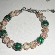 Bracelet en perles de verre fleuri et pierres de malachite
