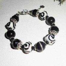 Bracelet en perles de cristal noir et porcelaine