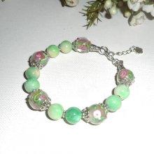 Bracelet en perles de Murano fleuri rose avec pierres en agates vertes