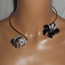 Collier original en métal soudé avec panda et fleur en émail et strass