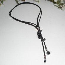 Collier lacet en daim noir avec hippocampe en pierre d'hématite