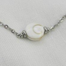 Collier solitaire avec coquillage oeil de Ste Lucie ronde et perles en acier inoxydable