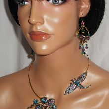 Parure Collier original en métal soudé avec libellule et fleur en cristal bleu violet