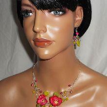 Parure Collier aerien avec coquelicots roses et perles en cristal