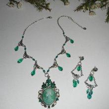 Parure Collier camé vert avec perles de cristal sur chaine argent