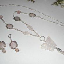 Sautoir en pierres avec gros papillon en quartz rose
