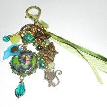 """Bijoux de sac/porte clefs chat """"isabelle"""" avec perles en cristal et rubans verts"""