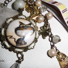 Bijoux de sac/porte clefs chat humour  avec perles en verre marron,cristal et rubans