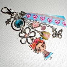Bijoux de sac/porte clefs Frida rose et bleu avec fleurs et rubans